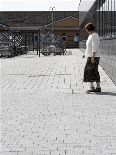 Tobermore Hydropave Fusion Silver, Hydropave Sienna Duo Silver_Queen Elizabeth University Hospital, Glasgow (5)