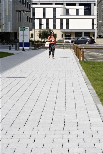 Tobermore Hydropave Sienna Duo Silver_Queen Elizabeth University Hospital, Glasgow (4)